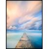 pomost na jeziorze błękitne niebo plakat