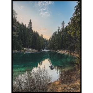 jezioro rzeka w górach