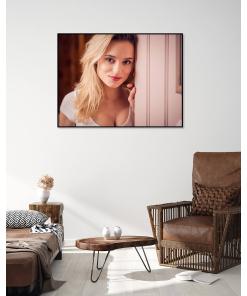plakat z kobietą do salonu