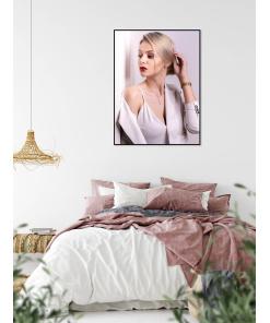 plakat z kobietą do mieszkania